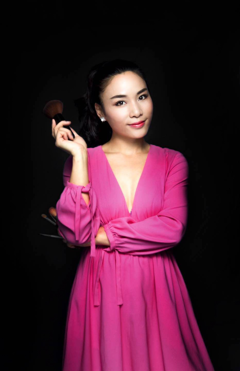 ....Aura - Bokeh Media Makeup & Styling Director..    Aura - BM 化妆与造型总监....
