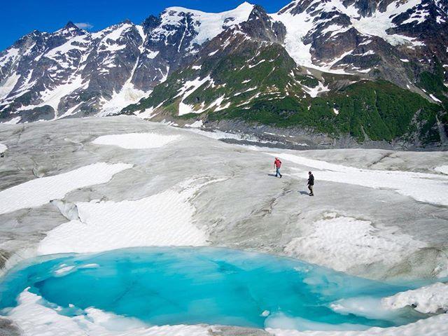 Hiking around on Childs Glacier with @captstever and @tjkimbo. ⠀ 📷 @teal.barmore⠀ ⠀ #FlyRidgeline⠀ #Alaska #Alaskalife #AKlife #thelastfrontier #thealaskalife #flyalaska #sharingalaska #Cordova #cordovaalaska #Ilovecordova #livinginneverland #thealaskalife #travelalaska #alaskanadventure #r44 #helicopter #captstever
