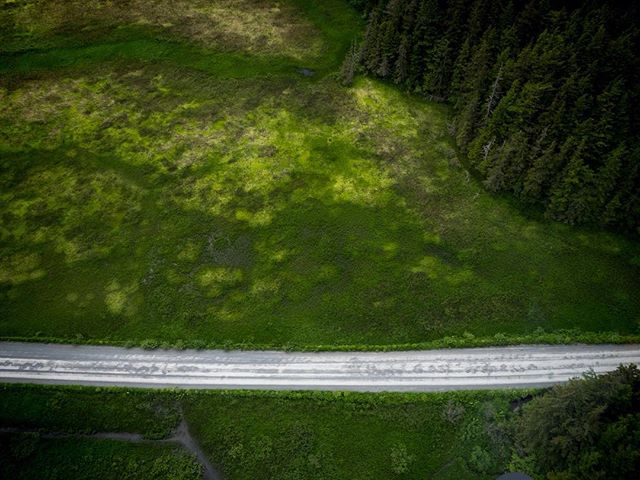 Following the Copper River Highway back to the airport, (back when everything was green) not much traffic out here. ⠀ 📷 @teal.barmore⠀ ⠀ ⠀ #FlyRidgeline⠀ #Alaska #Alaskalife #aerialphotography #AKlife #thelastfrontier #thealaskalife #flyalaska #sharingalaska #Cordova #cordovaalaska #Ilovecordova #livinginneverland #thealaskalife #travelalaska #alaskanadventure #r44 #helicopter #captstever