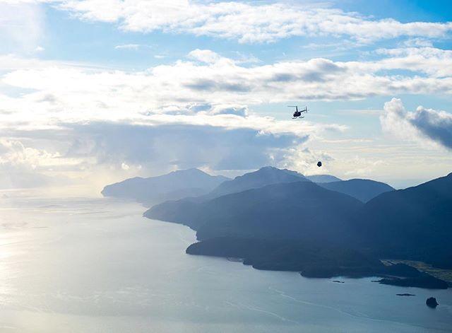 Captain Steve (@captstever) slinging loads high above Prince William Sound. ⠀ 📷 @teal.barmore⠀ ⠀ #FlyRidgeline⠀ #Alaska #Alaskalife #AKlife #thelastfrontier #thealaskalife #flyalaska #sharingalaska #Cordova #cordovaalaska #Ilovecordova #livinginneverland #thealaskalife #travelalaska #alaskanadventure #r44 #helicopter #captstever