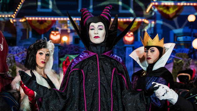 The Disney Villains own the night at Mickey's Halloween Party!