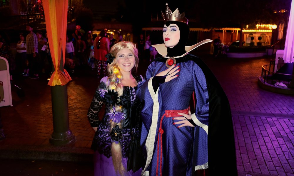 The Evil Queen wasn't opposed to taking photos with us peasants!