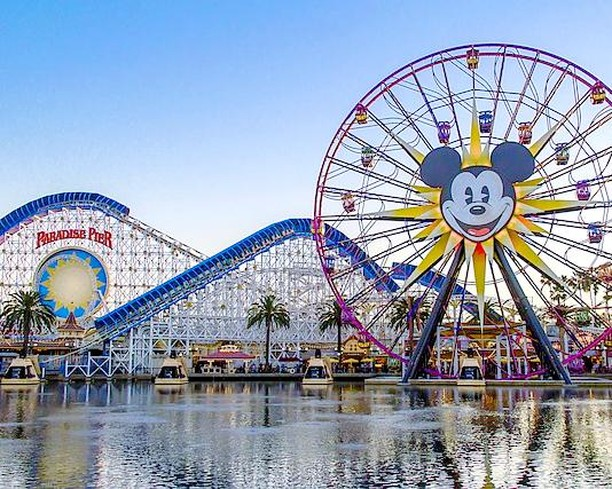 Pictures like this have always been so iconic. This just screams California in your face. But we are so SO incredibly (no pun intended) excited to see what it looks like now in all of it's Pixar Glory. How are our native Californians feeling about all the changes?? . . . . #paradisepier #pixarpier #disneyland #californiaadventure #disneyland #pixar #disneylove #disneycouple #disneyobsessed #pixarfanatic #incredicoaster #californiascreamin #mickeysfunwheel #pixarpalaround #anaheim #visitanaheim #oldvsnew #nostalgia #disneygram #notmyphoto #instadisney #pixargram #california #apholder #disneyapholder