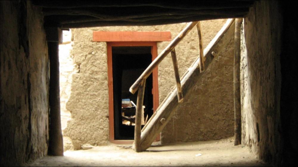 Wooden_stairs_Leh_Palace_Leh_Ladakh-e1450194531442.jpg