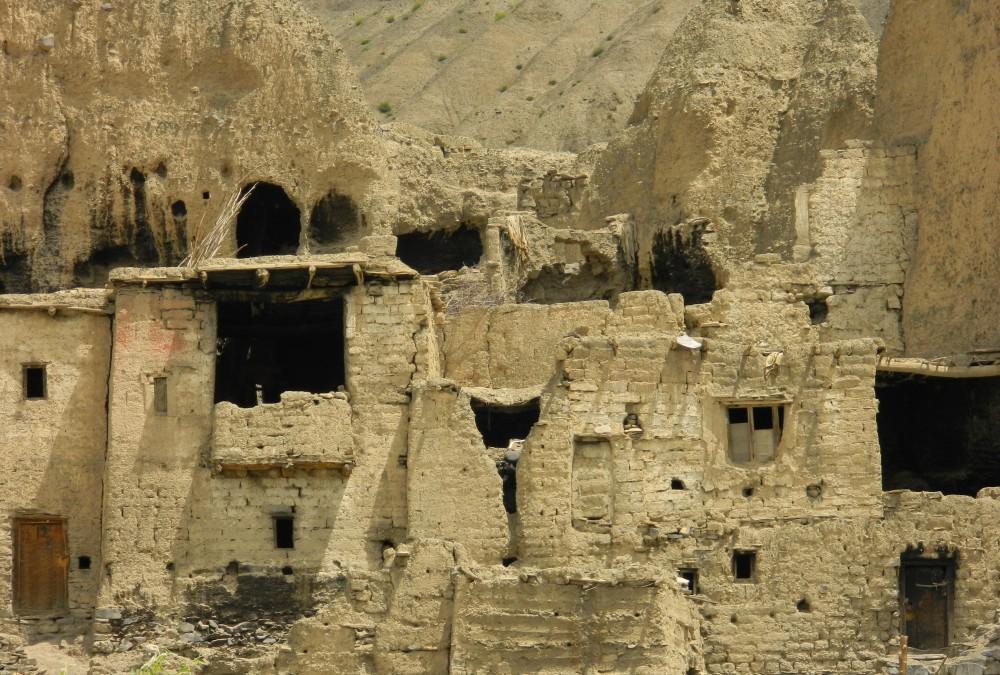 Ruins_near_Lamayuru-e1450260357757.jpg
