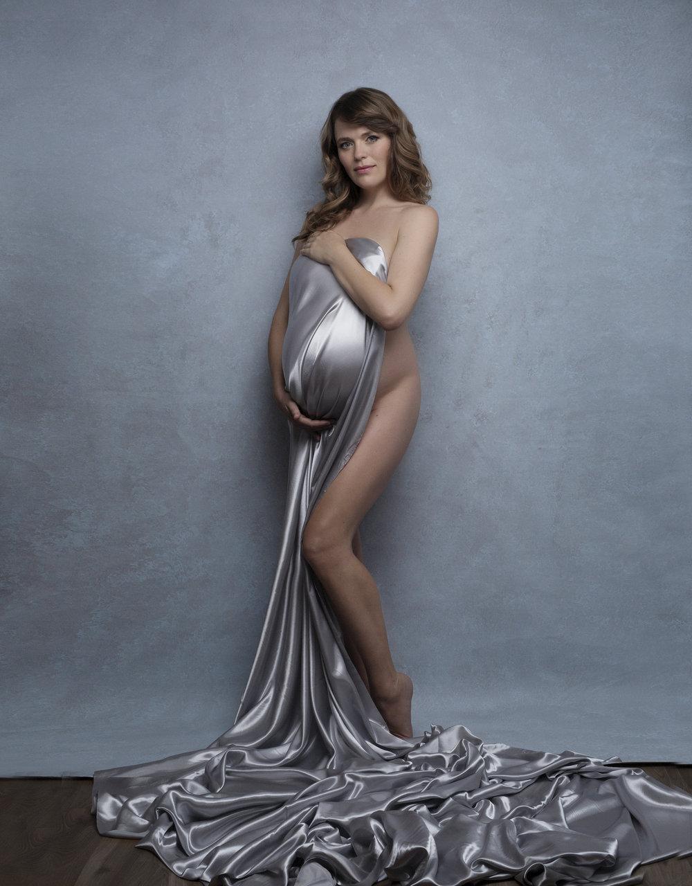 Artistic maternity photo-session with Liliya Lubenkova Portraits.