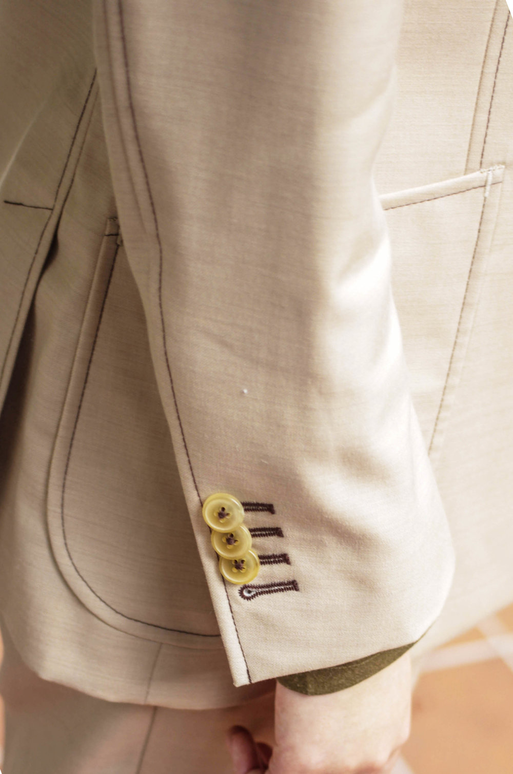 MADESUITS SLEEVE ARE FUNCTIONAL USING NATURAL HORN BUTTONS.