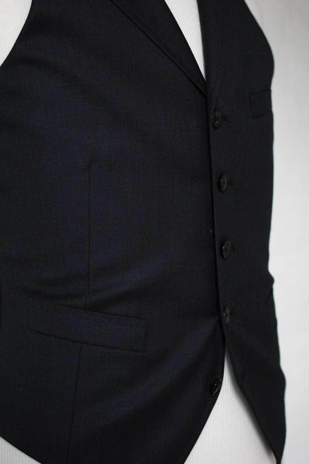 Pointed bottom with Five button front