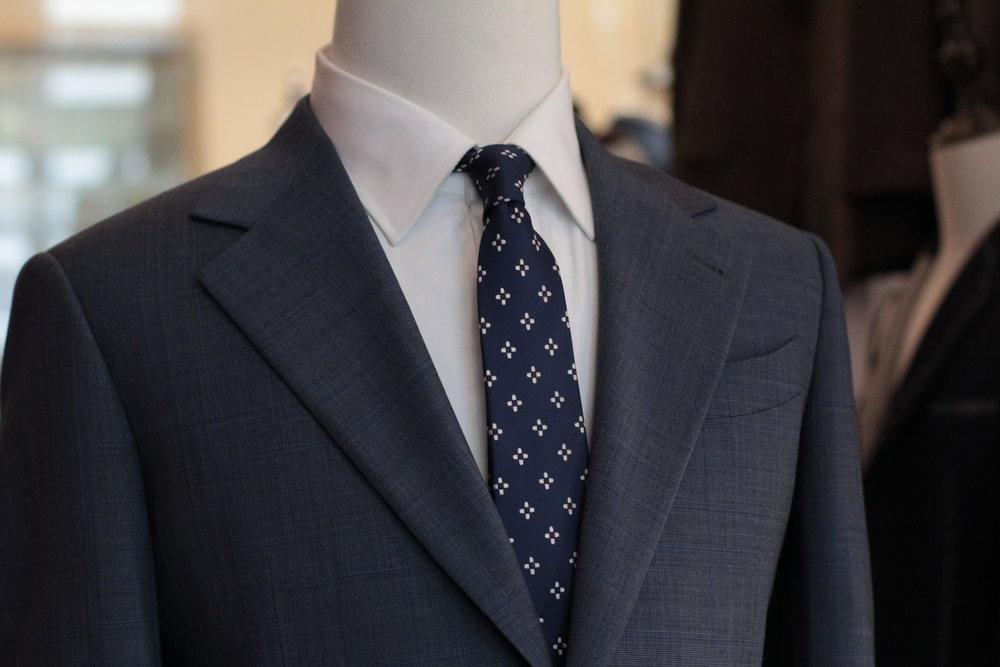 Made Suits Gangsta Notched Lapel Suit Herringbone Navy Blue Made to Measure Suit peak lapel.JPG