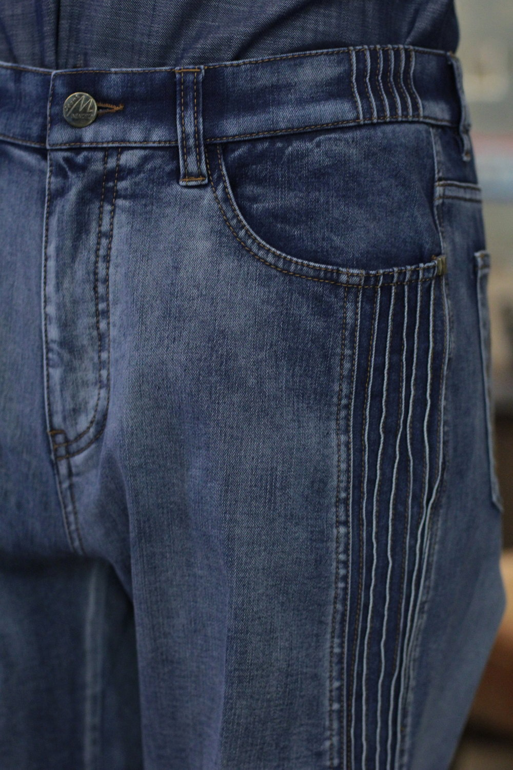 BELTLOOPS MADE DENIM