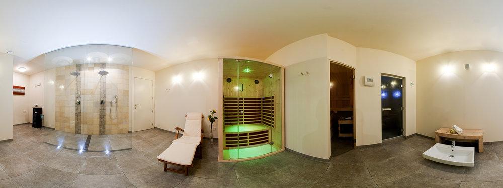 360° fotografie benedengedeelte met Finse sauna, infraroodcabine, Turks stoombad en regendouches