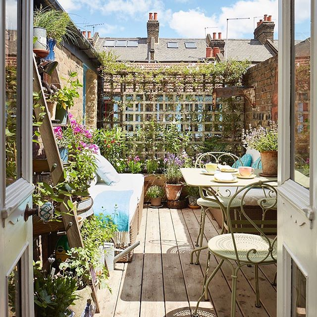 A little reminder of #summer on my #terrace - so happy to have an #outdoors space in #london - the #table and #chairs are by @fermob - #terracedesign #outdoorspace #roofterrace