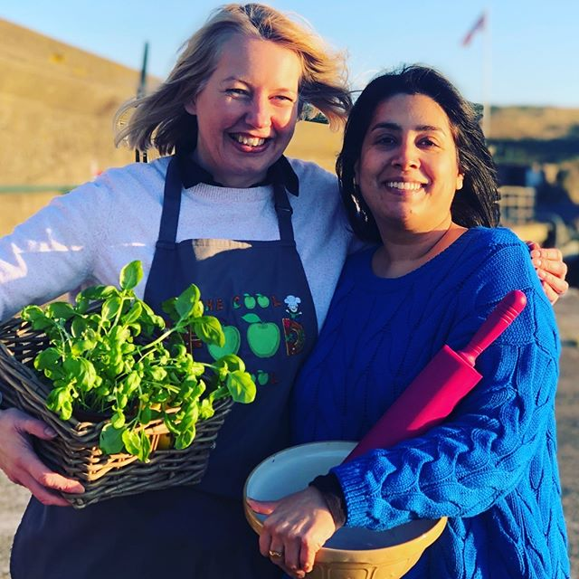 The lovely Sukhi from @sukhisindia and I froze to bits getting our photo taken so we could announce our little collaboration. Sukhi is an Indian cooking guru and you know me, I love my veggies so together we are creating a healthy Indian cookery class for kids! Coming to you in April in Wicklow - watch this space 😜