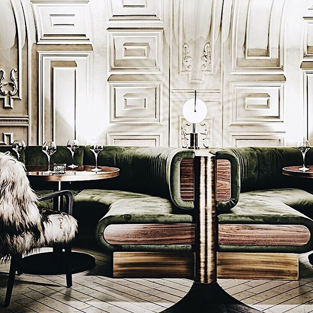 A nightclub in Johannesburg. Modern Classic design and clever zoning styles. So rich in texture and depth. Designer: Tristan du Plessis 📷 via Elle Decoration Russia. EpjX