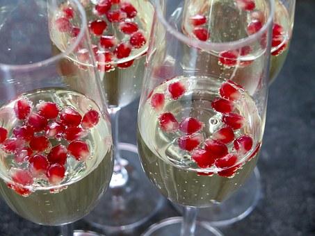 prosecco champagne-1033655__340.jpg
