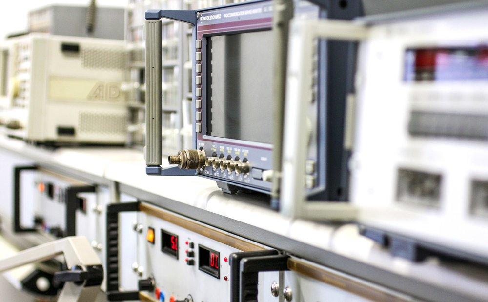 ....  Unser hausinternes Test- und Prüflabor  ..  Our in-house testing laboratory  ....
