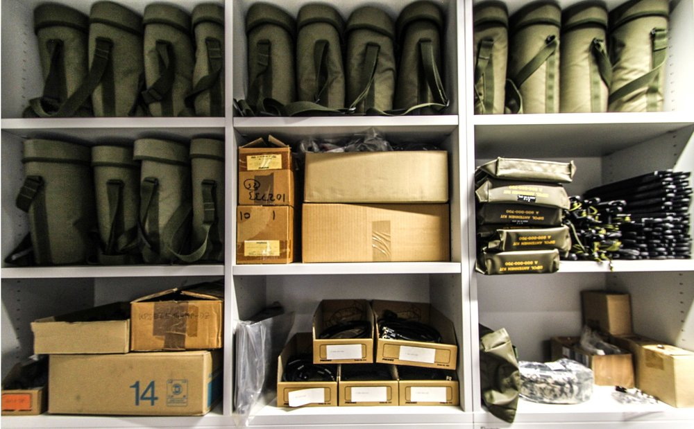....  In unserem Lager sind über 600 Artikel und Ersatzteile sofort verfügbar  ..  Our storage contains more than 600 items and spare parts, which are available at call  ....