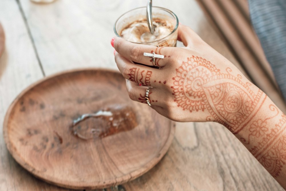 Learn Basic Henna Art With Shinta A Local Self Taught Henna Artist