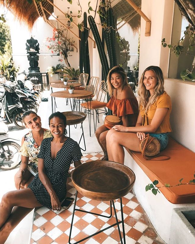 AM meetings at this gorgeous new space @holidaycanggu in Batu Bolong! 🧡