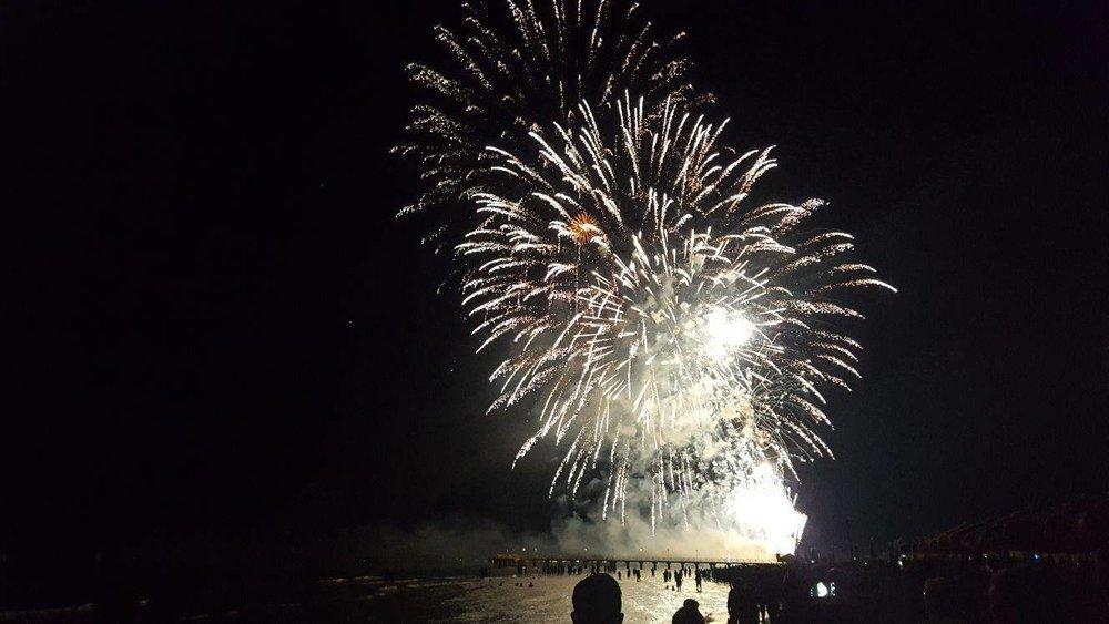 fuochi-d-artificio-e-falo-a-vasto-marina-118470.jpg