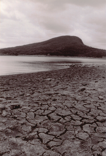 Moogerah Dam drought conditions, waters edge 2002