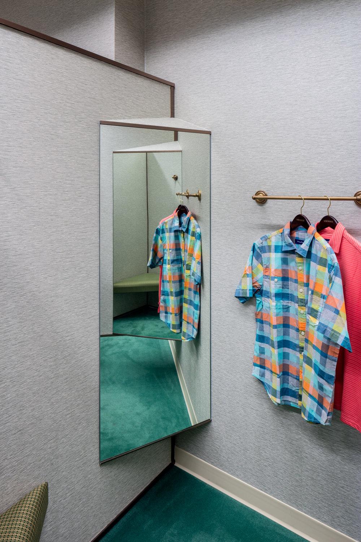 Von Maur_fitting room mirror_1_LR.jpg