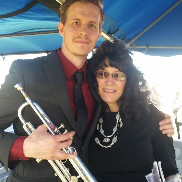 Aunt Trudy gifted Robert with his Uncle Mark's trumpet.  Rob then played taps in tribute.  It was beautiful.