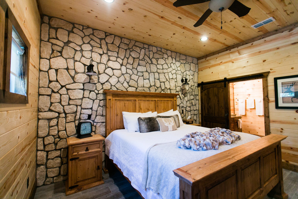 vacation spots driving distance of okc tulsa oklahoma city broken bow lake hochatown steven's gap luxury cabins hiking adventure awaits modern cabin rustic mountains rivers