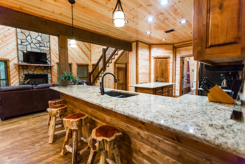 oklahoma luxury cabin rentals beavers bend vacation getaway hochatown mount fork river stephens gap lake ouachita mountains kitchen rustic log