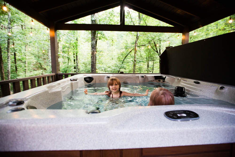 family cabin vacation hochatown oklahoma southeastern oklahoma luxury rentals creekside creek lake ouachita forest beavers bend state park hot tub