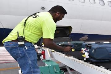 Scanning-bags-onto-plane---SH-ed---DSC_0378.jpg