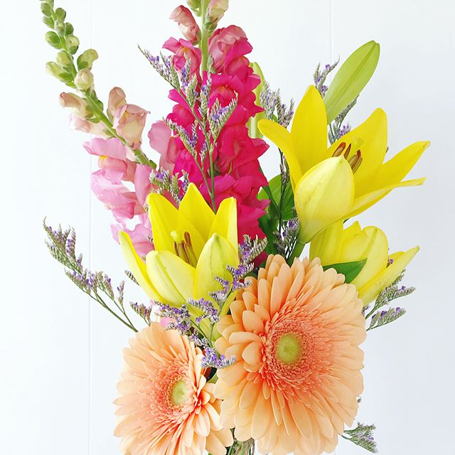 It still might feel a little chilly outside, but the sun is shining, birds are singing and the hope of spring is in the air! This bundle is feeling smitten with spring... sunshine lilies, peachy daisies, pretty pink snapdragons and a wisp of purple caspia... It is available for $15 and will be available for pick up this Friday in GR at the lovely @jbandme36 or in Holland at the sweet @bombshellbdb! There are a select number available...if you would like to order one just send along a DM or email belovedrootsfloral@gmail.com and we'll get you all taken care of.  Happy spring! ☀️💐💕#belovedrootsflowertruck #freshflowerfriday