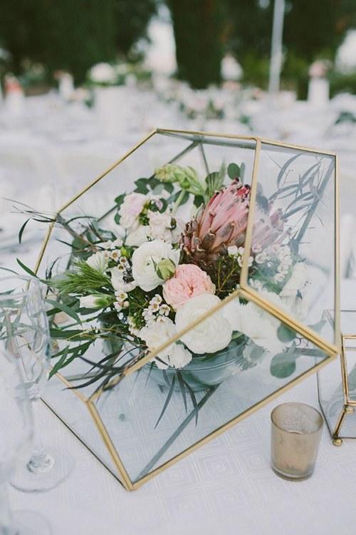 blogs-aisle-say-wedding-centerpiece-glass-modern-geometric.jpg