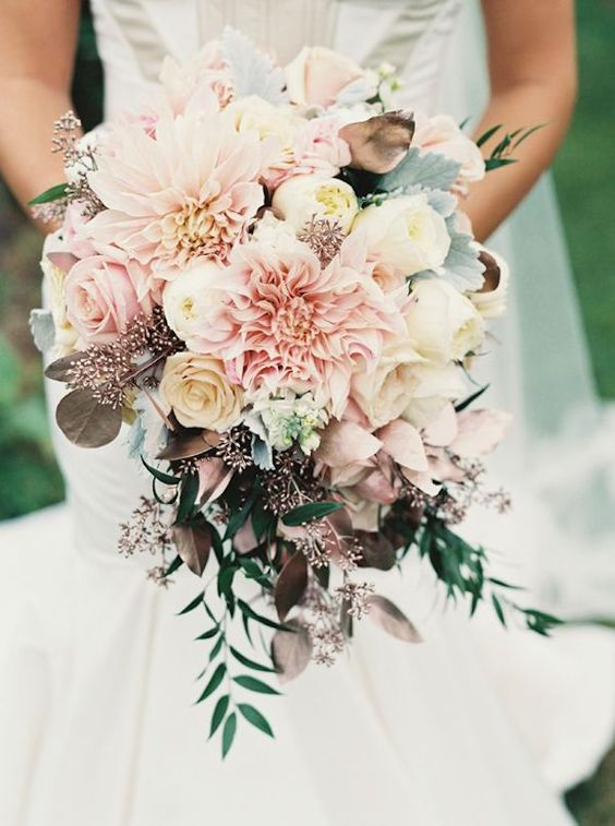 Photo by  Holly Heider Chapple Flowers , via  Belle the Magazine