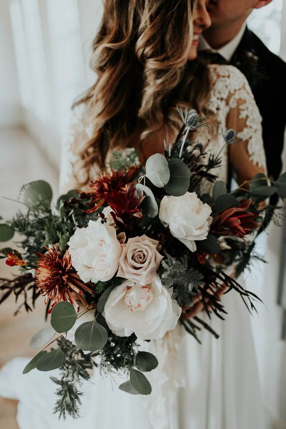 Photo by   Peyton Rainey Photography , via  Junebug Weddings