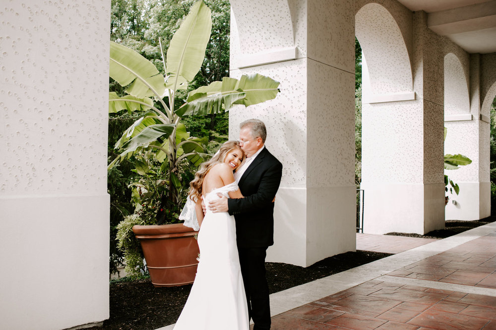 Ashleigh+and+Jordan+Wedding+at+Hillcrest+Country+Club+in+Indianapolis+Indiana+by+Emily+Elyse+Wehner+Photography+LLC-180.jpg