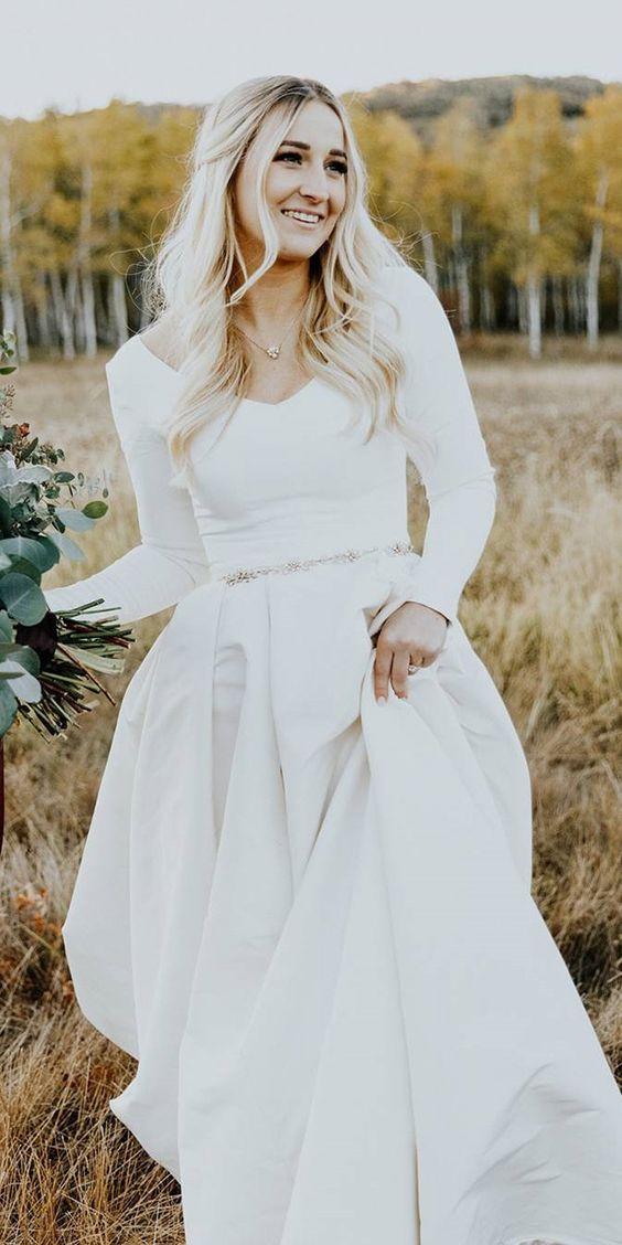 Photo via  Wedding Dress Guide