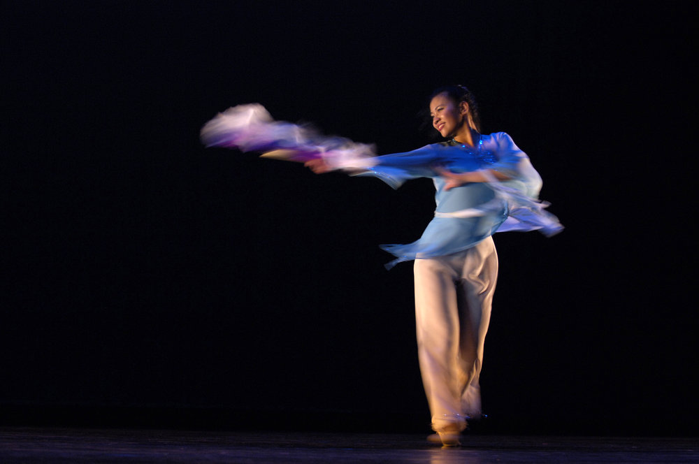 Teen Gloria performing Chinese dance.jpg
