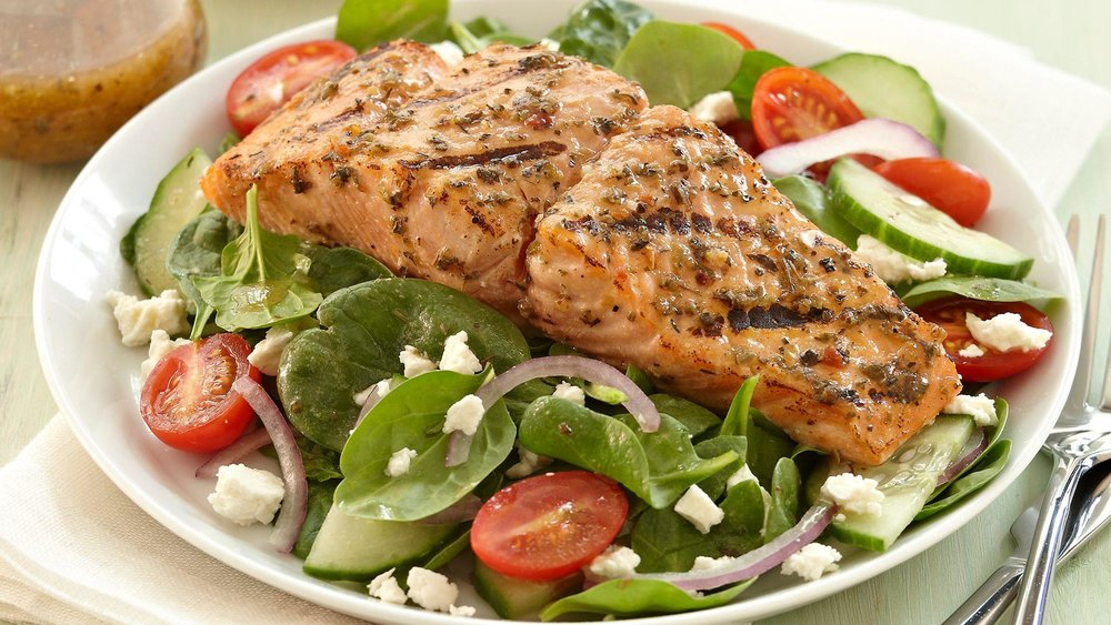mediterranean-smoked-salmon-with-spinach-salad.jpg