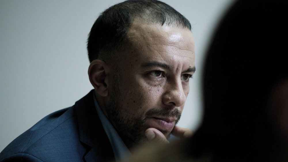 Fahd Larhzaoui als Rechercheur Marwan Zahiri in Duivelse Dilemma's: Het Laatste Verhoor