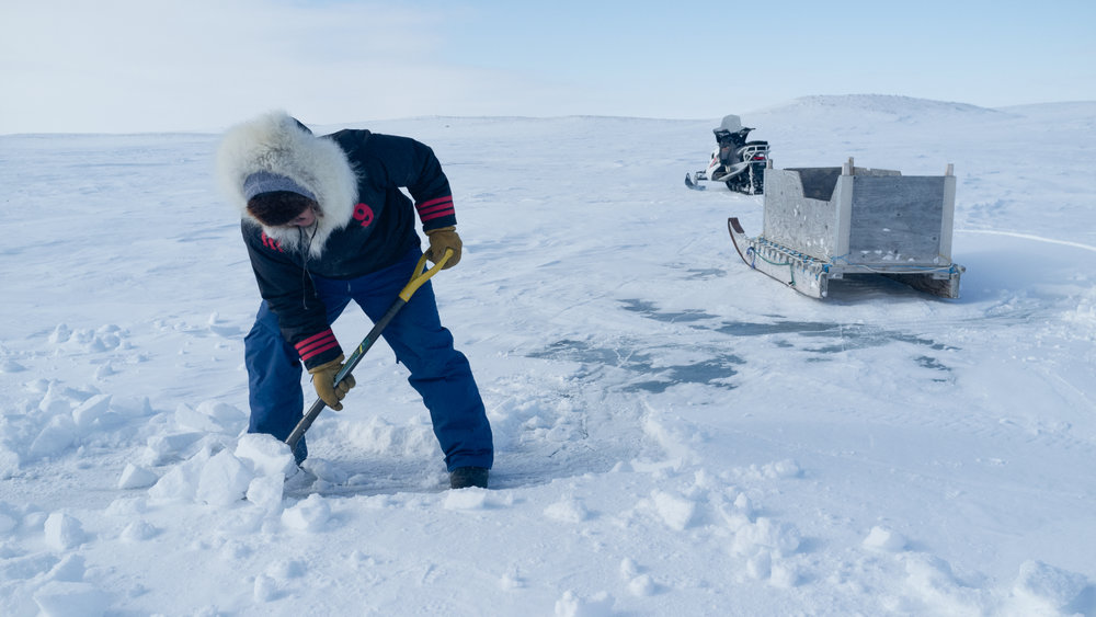 Cambridge Bay, Ipeelie Ootova cutting ice to melt for water. (Photo: Jaap van Heusden)
