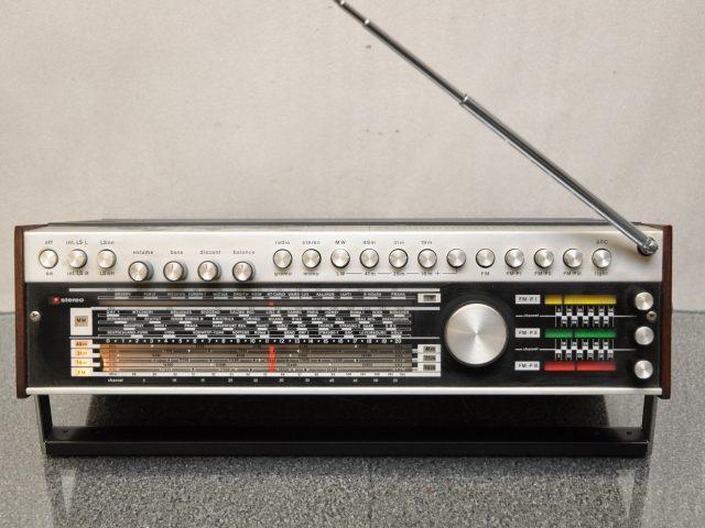 ©Dnalor_01 - Houben-Elektro-Akustik, Wikimedia Commons, CC-BY-SA 3.0, https://commons.wikimedia.org/wiki/File:Houben-Elektro-Akustik,_HEA_Trixi_3000_Stereo_Weltempf%C3%A4nger_2.jpg