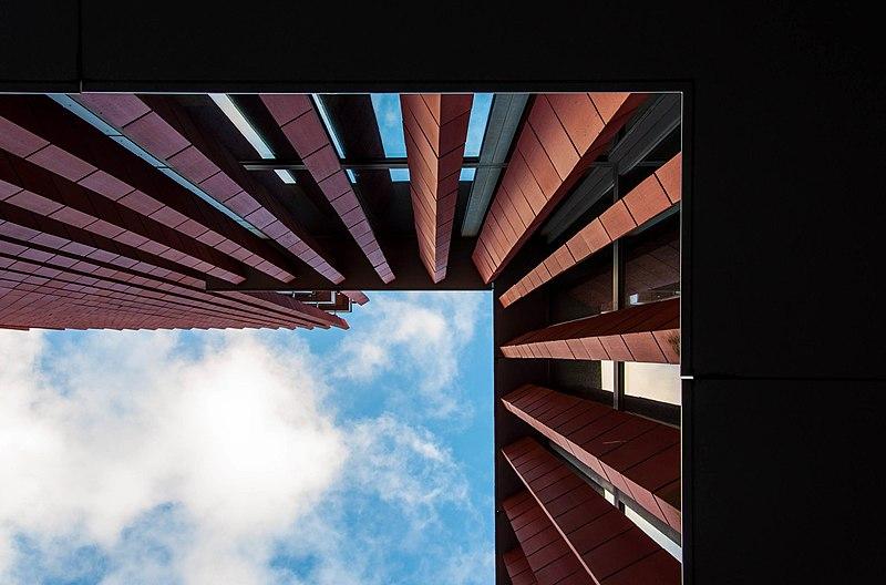 800px-Concertgebouw_brugge_naar_boven.jpg