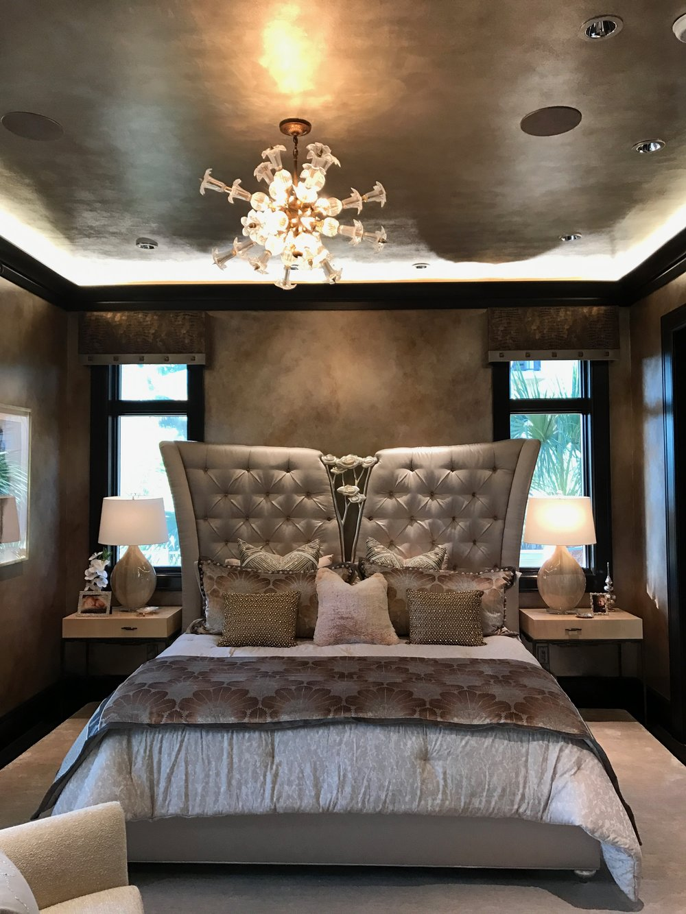 Glazed Silver Ceiling and Oil-Rubbed Walls