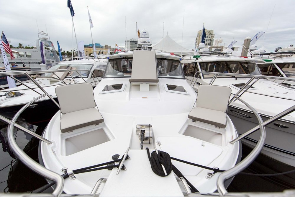 Cutwater-Boats-C-30-sport-coupe-14-vsm-700--N.jpg