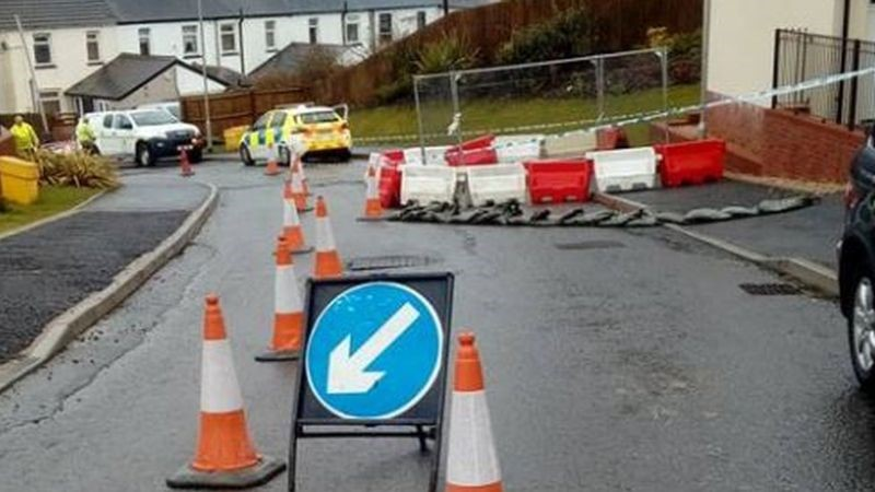 Image 2 courtesy of WalesOnline.co.uk - Cordon causing inconvenience for residents.