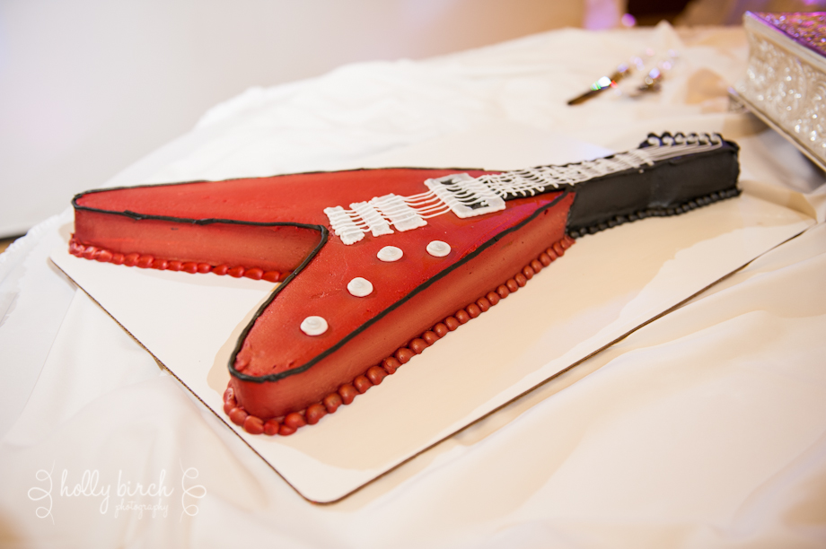 groom's guitar cake