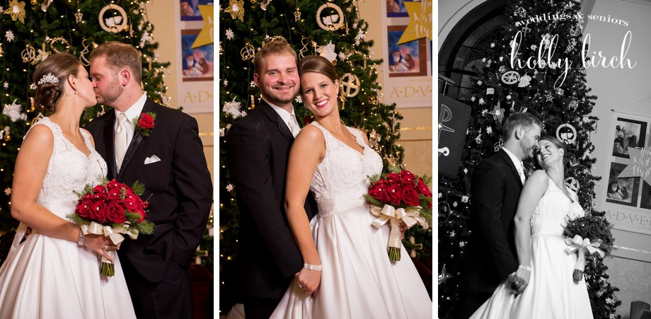 Christmas tree wedding portraits