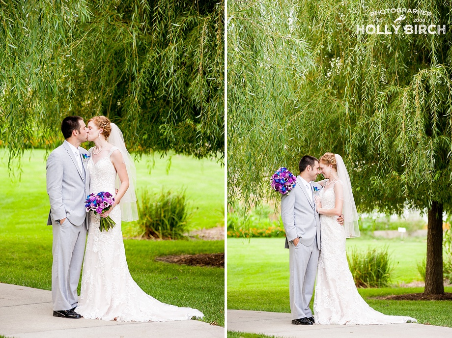 bride and groom with weeping willow tree backdrop