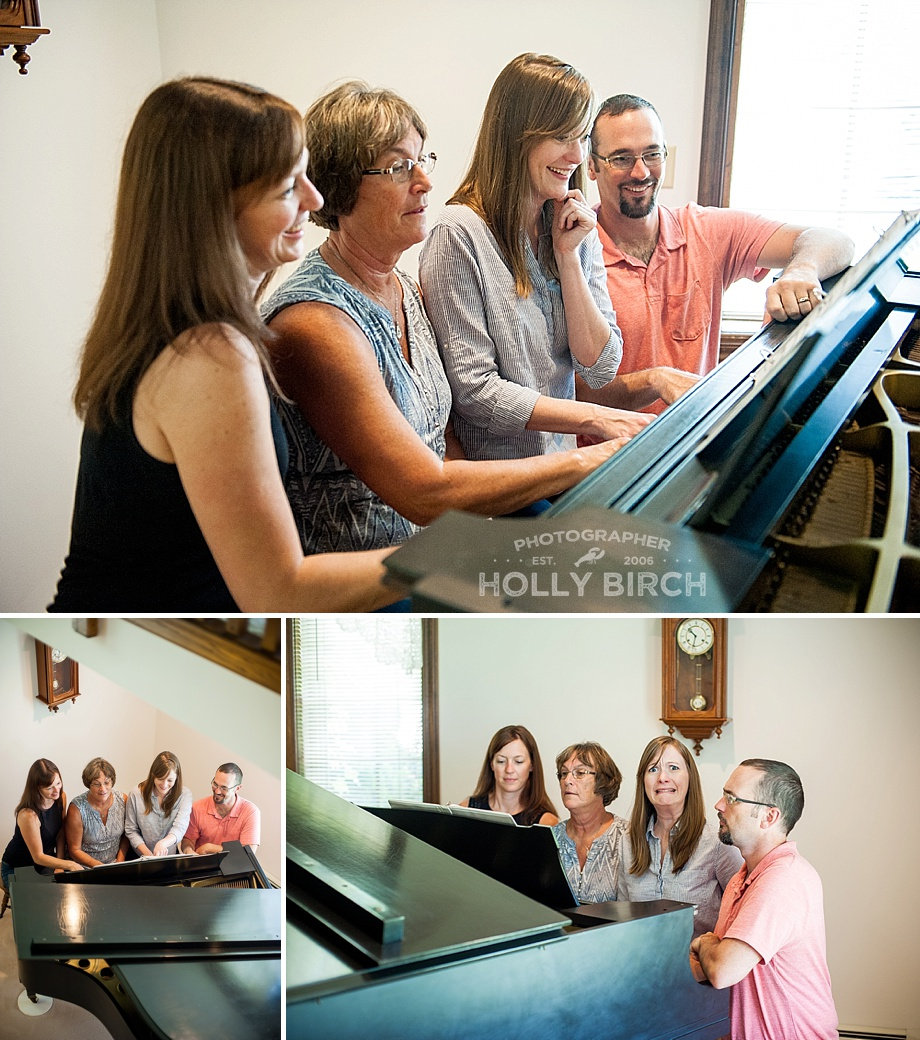 siblings and mom playing the piano